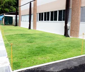 京都学園中学校・高等学校南グラウンド校舎前
